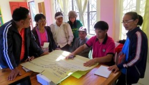 The community members of Ampusungan, Bakun, Benguet intently discussing issues and concerns regarding the Amburayan River.