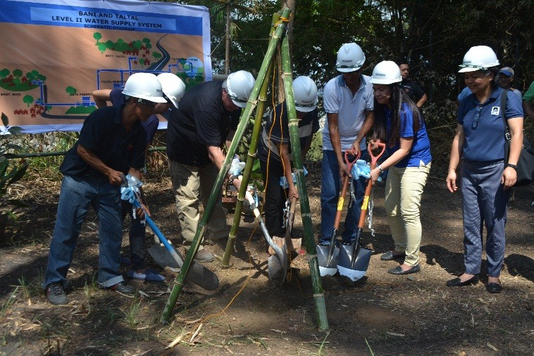 UNITY TOWARDS PROJECT SUCCESS- The lowering of the capsule by the project stakeholders including the AESPF, JVOFI and the local officials of Barangays Taltal and Bani, signify the formal kick-off of the project implementation.// IPLayag photo