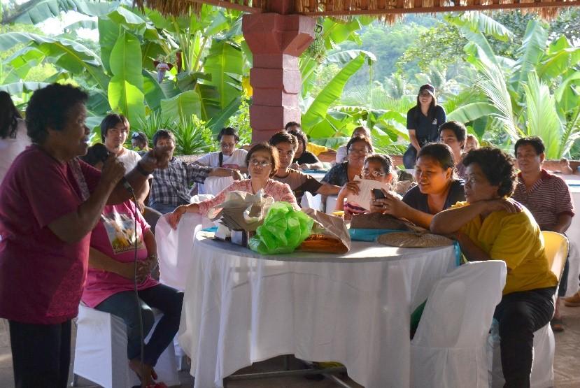Felixberta Villamer (far left), Indigenous People Mandatory Representative for Buhi, Camarines Sur, describing the significance of Lake Buhi for her tribe in the presence of indigenous representatives from the province of Benguet.